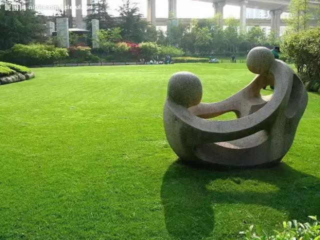广州雕塑厂家分享为什么玻璃钢人物雕塑这么受欢迎?